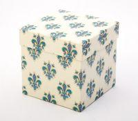 """Подарочная коробка """"Lilies"""" (11,5х18х2,8 см; синие элементы)"""