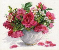 """Вышивка крестом """"Цветущий сад. Розы и ромашки"""""""